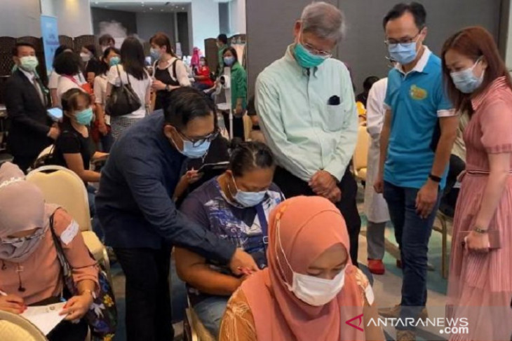 Sebanyak 266 pekerja migran Indonesia di Hong Kong terima vaksin COVID-19