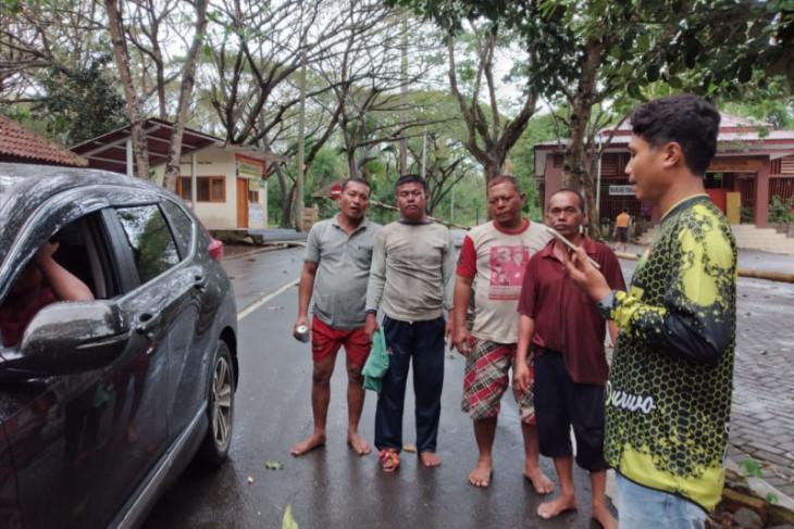 Perahu nelayan Muncar Banyuwangi tenggelam dihantam gelombang, empat orang selamat