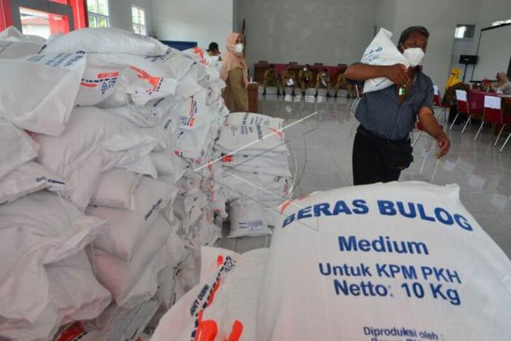 Bantuan beras warga
