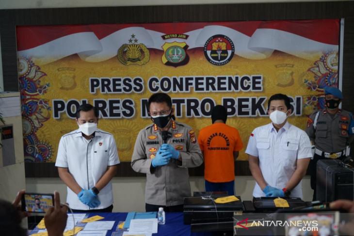 Pemalsu kartu vaksin dan surat antigen di Bekasi diringkus polisi