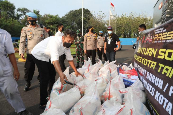Polresta Tangerang salurkan beras bagi pekerja terdampak COVID