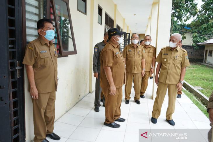 Bupati Asahan cek kondisi gedung isoman terpusat