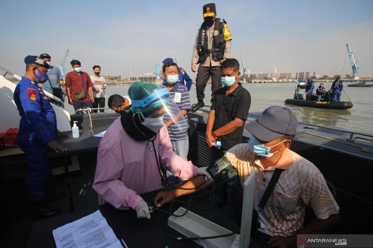 Vaksinasi Di Atas Kapal Patroli