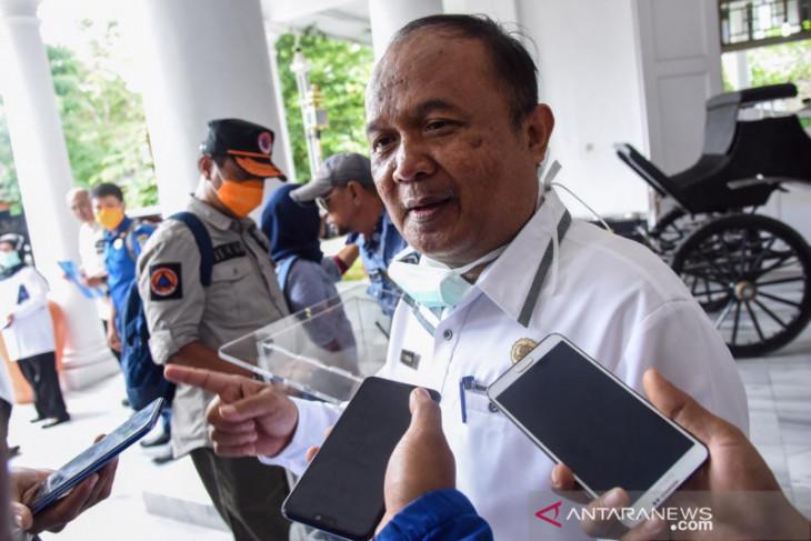 Perpanjangan PPKM level 4, ratusan sopir angkot di Purwakarta terima bantuan beras