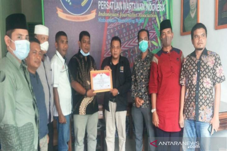 PWI Madina terima penghargaan dari KPU