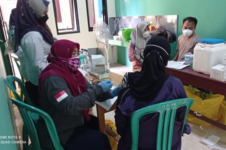 Puskesmas Rangkasbitung jemput bola guna sukseskan vaksinasi