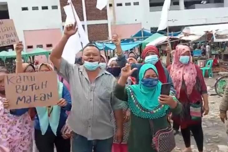Pedagang pasar tradisional di Medan Marelan minta bantuan pemerintah