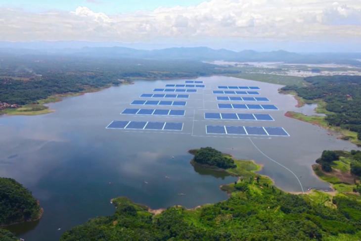 Konstruksi PLTS Terapung terbesar di Asia Tenggara dimulai