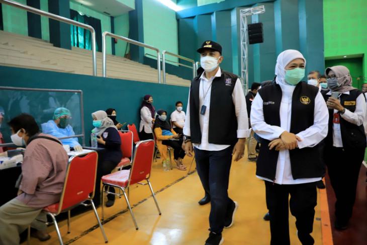 Surabaya government backs vaccinations at universities