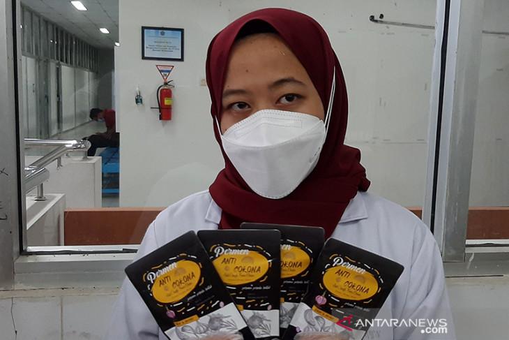 Mahasiswa Farmasi UMP ciptakan permen pereda batuk Anticorona