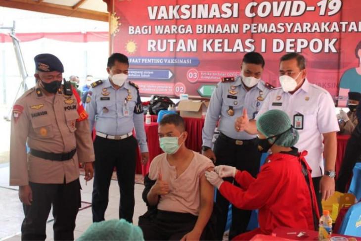 Kadivpas Kemenkumham Jabar tinjau vaksinasi COVID-19  WBP di Rutan Depok
