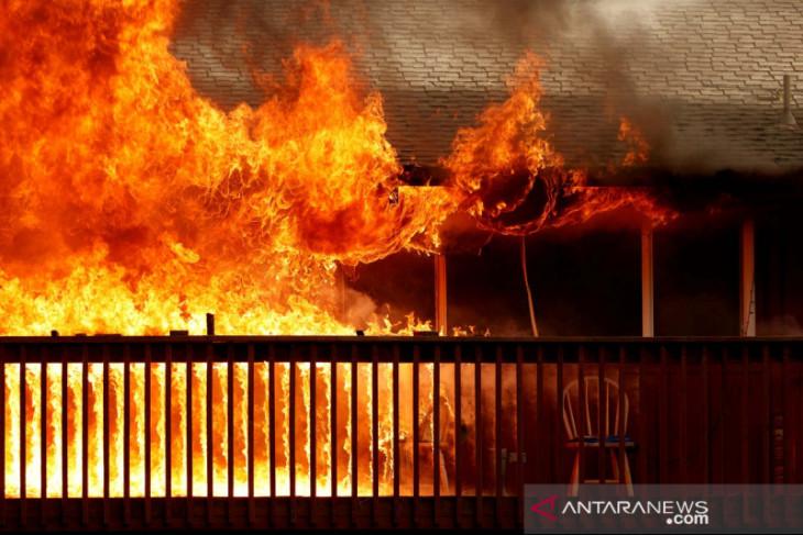 Api Dixie hanguskan kota bersejarah Greenville di California