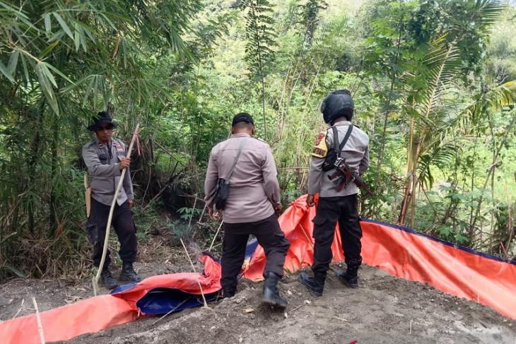 Polisi musnahkan 10 unit bak rendaman emas ilegal Pulau Buru