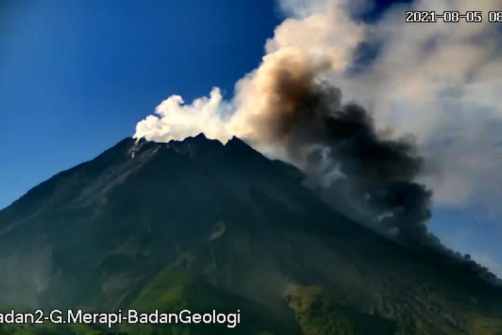 Gunung Merapi enam kali luncurkan awan panas guguran