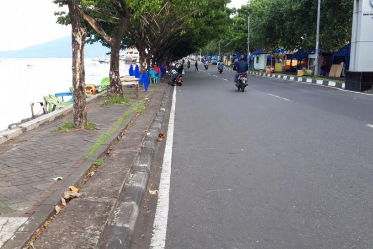 Puluhan lapak tanpa izin di kawasan Pantai Ternate ditertibkan