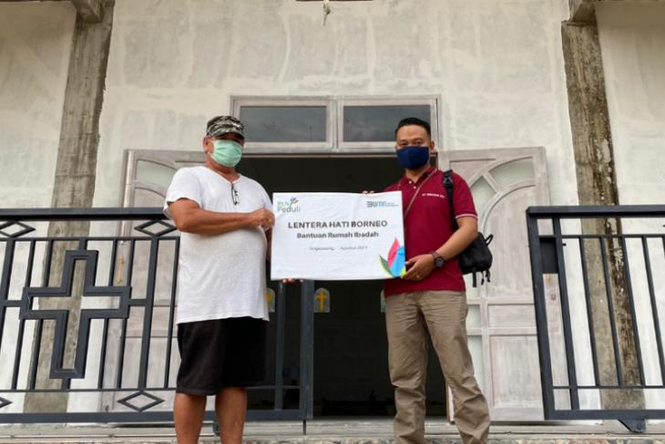 PLN Kalbar serahkan bantuan senilai Rp 210 Juta untuk rumah ibadah