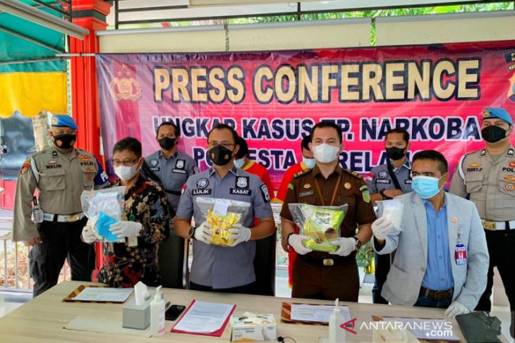 Polisi Barelang tahan dua tersangka kasus sabu 2,232 Kg