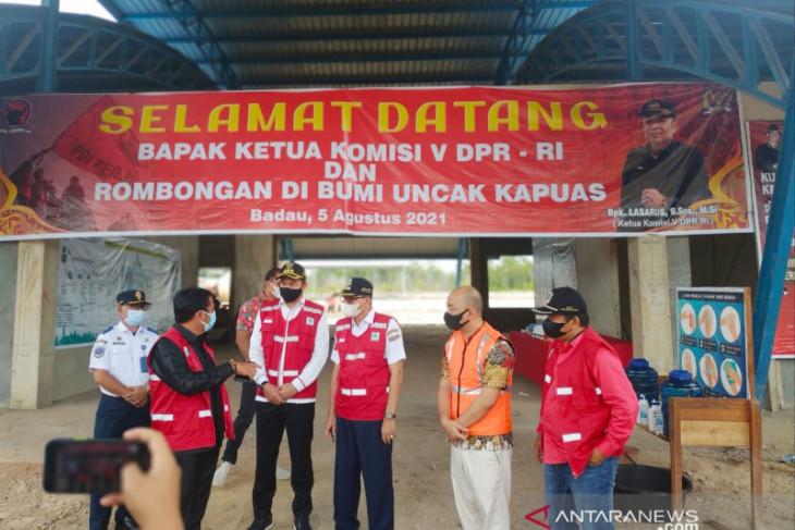 Ketua Komisi V DPR cek progres terminal barang Internasional Badau