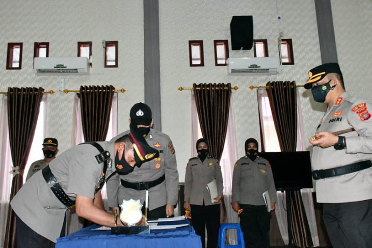 Pejabat utama dan kapolsek di Aceh Timur diganti. Ini nama mereka