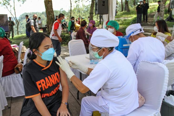 Pulihkan perekonomian, vaksinasi di kawasan Danau Toba jadi prioritas