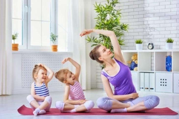Latihan yoga ibu dan anak untuk tingkatkan kualitas hubungan