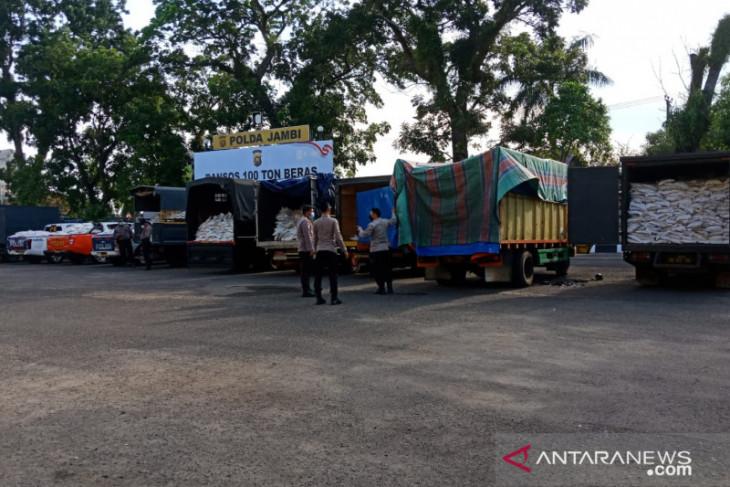 Polda Jambi distribusikan bantuan 100 ton beras untuk warga terdampak COVID-19