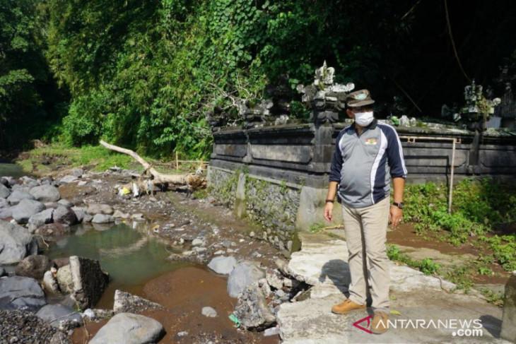 Wabup Klungkung tinjau akses jalan ke Pura Beji Pasekan pasca-banjir