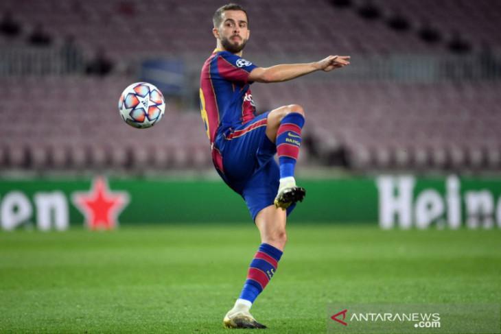 Barcelona bayar setengah gaji Miralem Pjanic jika pindah Juventus