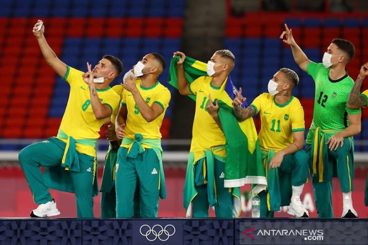 Medali emas sepakbola olimpiade menyisakan konflik sponsor di Brazil