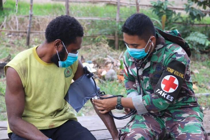 Satgas TNI berikan pengobatan warga Papua di perbatasan RI-PNG begini penjelasannya