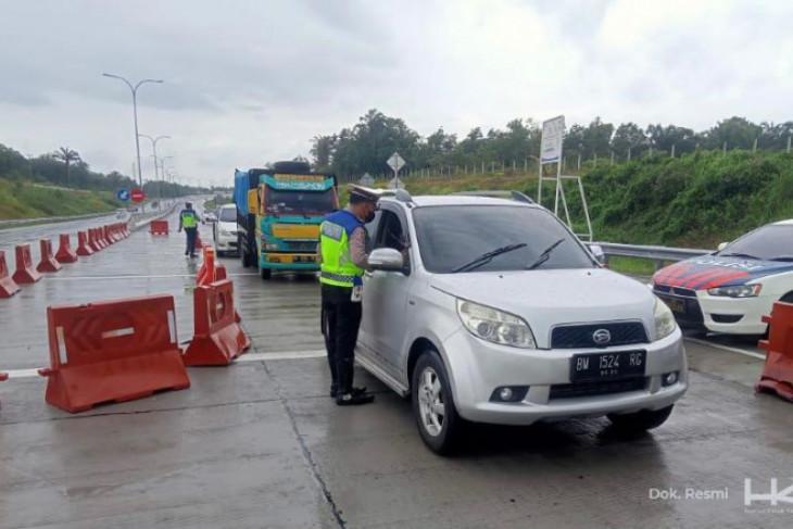 Hutama Karya dan kepolisian sekat Tol Pekanbaru-Dumai