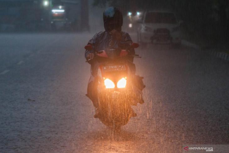 BMKG prakirakan hujan lebat meliputi sebagian besar wilayah Indonesia
