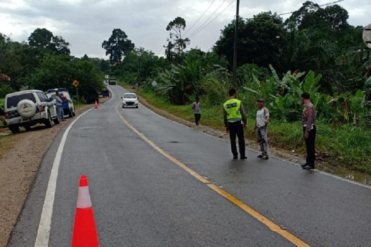 Pengendara sepeda motor tewas tabrak truk sawit
