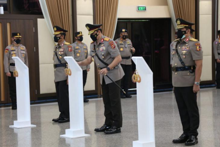 Kapolri lantik tiga perwira tinggi tuntaskan penanganan COVID-19