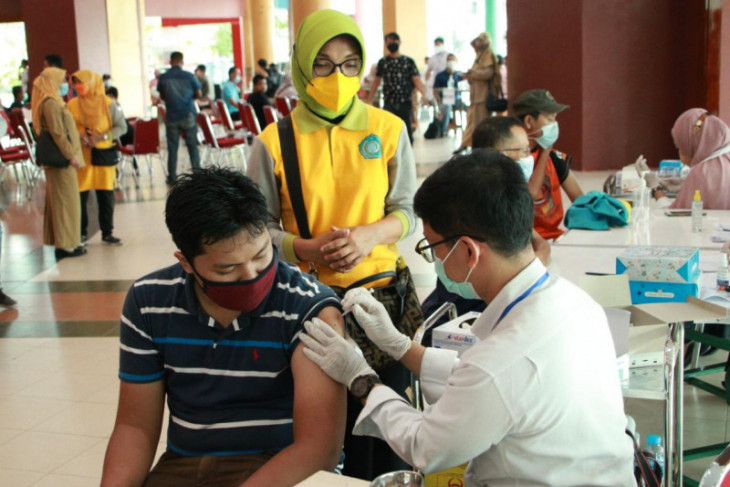Kadinkes Kalbar minta kabupaten/kota percepat vaksinasi