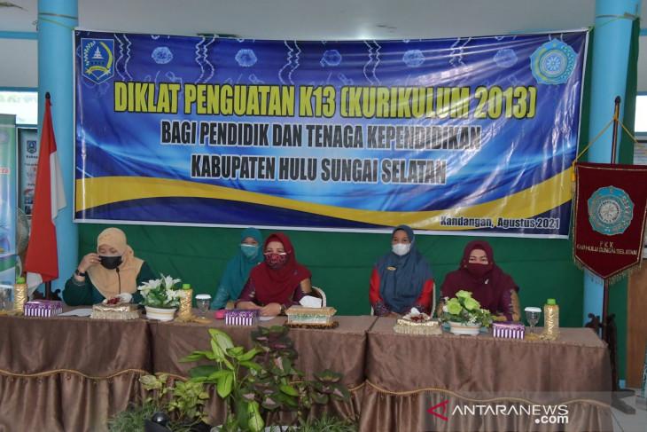 Bunda PAUD HSS buka diklat penguatan Kurikulum 2013