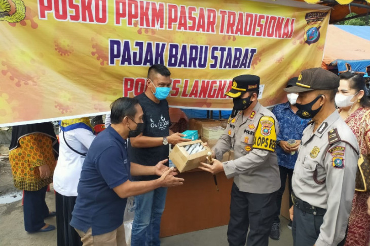 Kapolres Langkat bagikan 5.000 masker dan 700 botol handsanitezer
