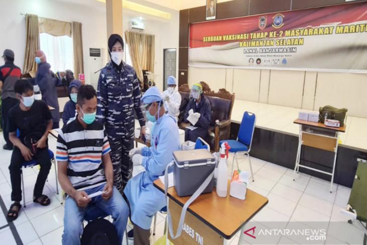 TNI AL tuntaskan vaksinasi tahap dua masyarakat maritim di Kalsel