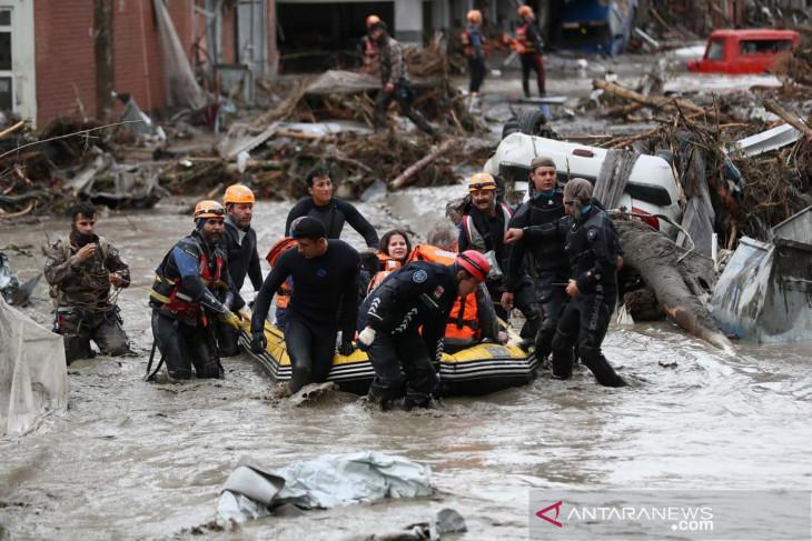 Banjir di Turki telah menewaskan 70 orang