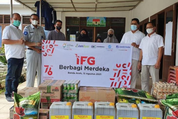 Indonesia Financial Group berbagi dengan anak yatim piatu di Banda Aceh