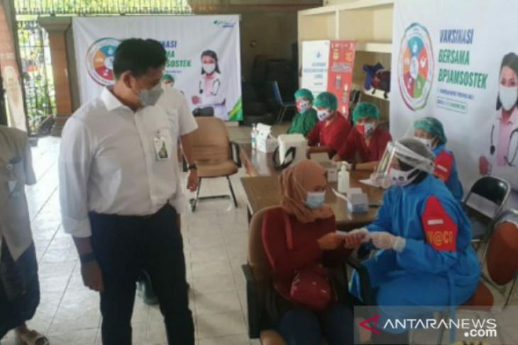 Tiga Menteri pastikan kelancaran vaksinasi BPJAMSOSTEK di Denpasar
