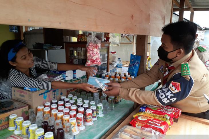 Pramuka Saka POM Gorontalo bagikan masker ke pedagang