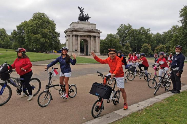 Sejumlah WNI di Inggris bersepeda keliling London rayakan Kemerdekaan RI