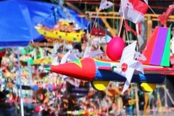 Mainan kapal khas HUT RI masih diminati anak-anak