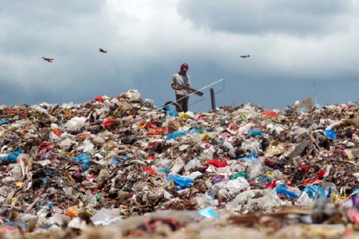 Sebanyak 5 juta ton sampah plastik di Indonesia tidak terkelola