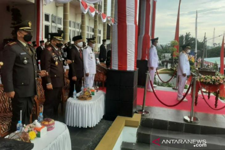 Walikota Pangkalpinang pimpin upacara kenaikan bendera merah putih