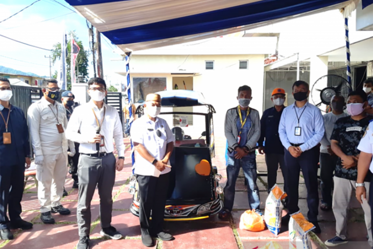 BI Gorontalo serahkan bantuan bagi pengemudi bentor