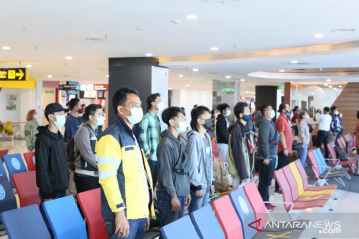 Bandara Ngurah Rai ajak petugas-penumpang peringati HUT ke-76 RI