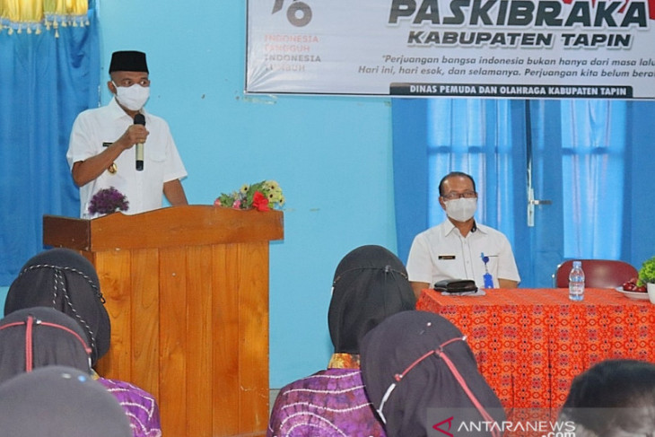 Wakil Bupati Tapin kukuhkan anggota Paskibraka jadi duta pancasila
