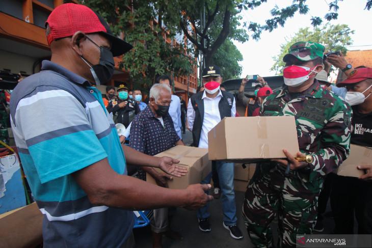 Penyaluran Paket Sembako Gotong Royong